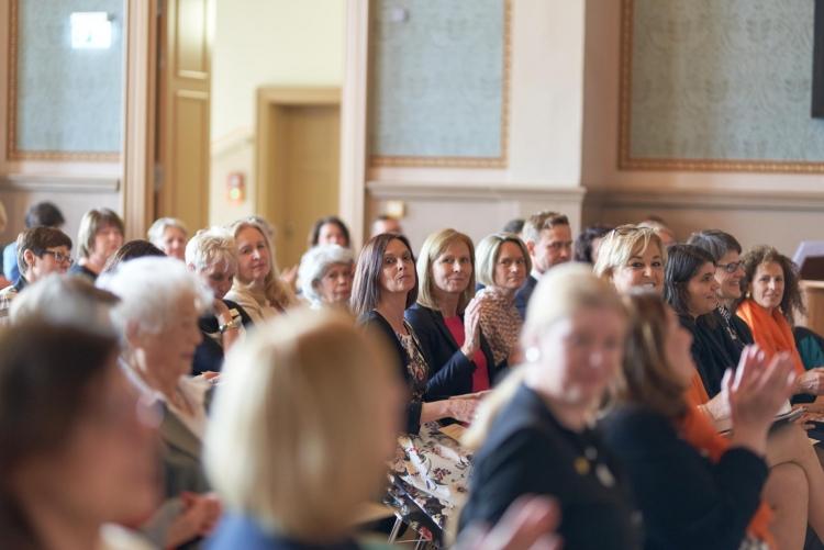 Teilnehmerinnen und Gäste
