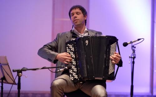 Die renommierten Preisträger vieler Wettbewerbe, Sopranistin Ute Beckert und Maxim Shagaev mit seinem modernen Bajan unterhielten mit einem Frühlingsprogramm.